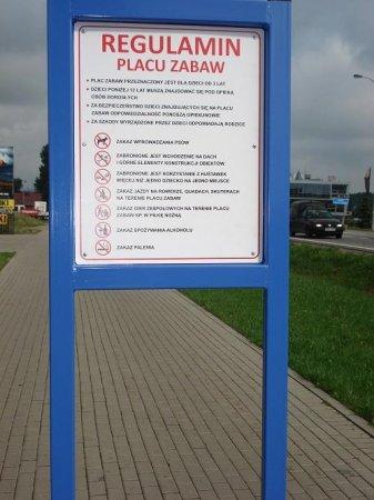 tablica z regulaminem placu zabaw.2