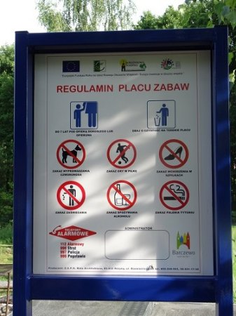 Tablica z regulaminem Placu Zabaw